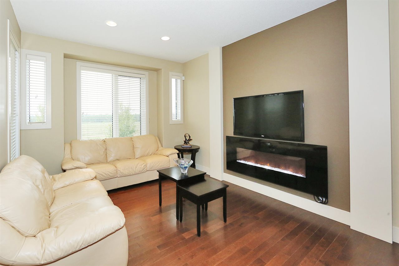Photo 3: 7450 MAY Common in Edmonton: Zone 14 Attached Home for sale : MLS® # E4081423