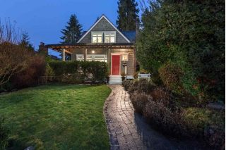 Main Photo: 318 W 28TH Street in North Vancouver: Upper Lonsdale House for sale : MLS® # R2237198