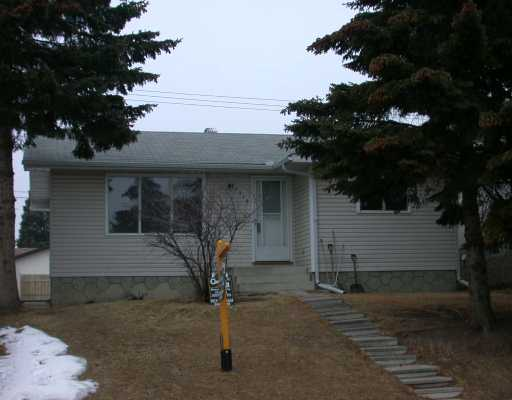Main Photo:  in CALGARY: Huntington Hills Residential Detached Single Family for sale (Calgary)  : MLS® # C3115383