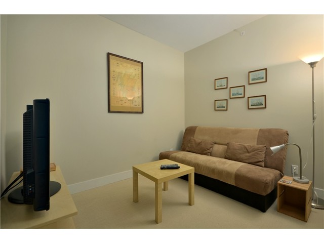 "Photo 8: 404 6080 IONA Drive in Vancouver: University VW Condo for sale in ""STIRLING HOUSE"" (Vancouver West)  : MLS(r) # V922540"