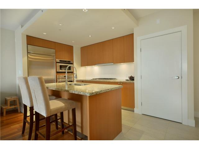 "Photo 6: 404 6080 IONA Drive in Vancouver: University VW Condo for sale in ""STIRLING HOUSE"" (Vancouver West)  : MLS(r) # V922540"