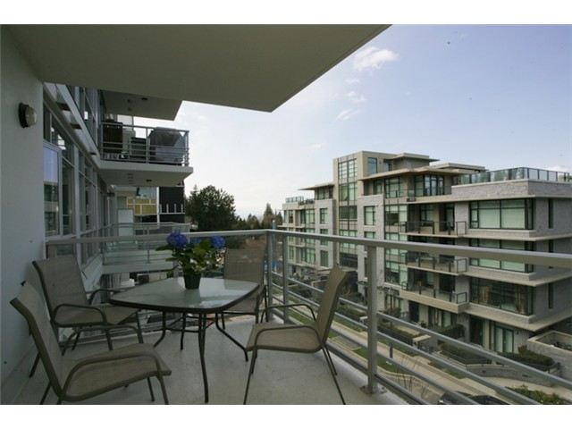 "Photo 10: 404 6080 IONA Drive in Vancouver: University VW Condo for sale in ""STIRLING HOUSE"" (Vancouver West)  : MLS(r) # V922540"