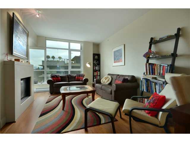 "Photo 2: 404 6080 IONA Drive in Vancouver: University VW Condo for sale in ""STIRLING HOUSE"" (Vancouver West)  : MLS(r) # V922540"