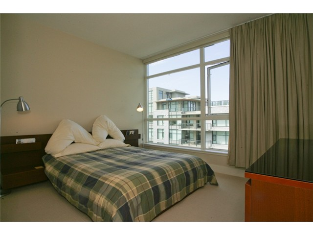 "Photo 5: 404 6080 IONA Drive in Vancouver: University VW Condo for sale in ""STIRLING HOUSE"" (Vancouver West)  : MLS(r) # V922540"