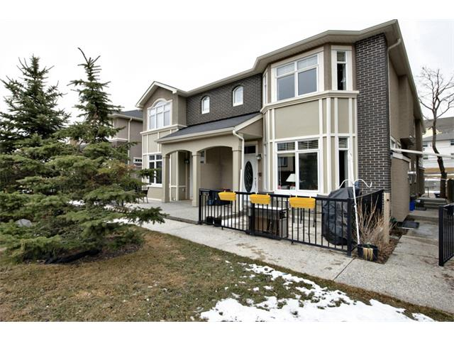 Main Photo: 2 1623 27 Avenue SW in Calgary: South Calgary House for sale : MLS(r) # C4003204