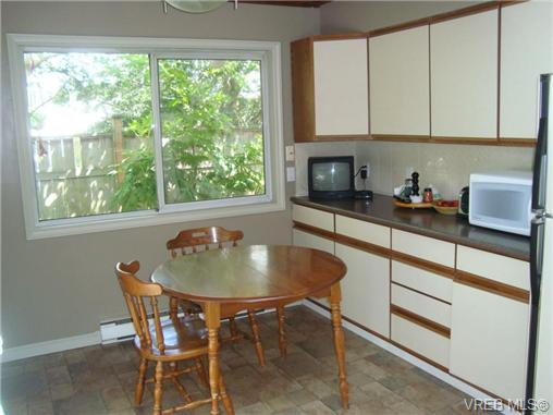 Photo 8: 1758 Broadmead Avenue in VICTORIA: SE Mt Tolmie Single Family Detached for sale (Saanich East)  : MLS(r) # 353130
