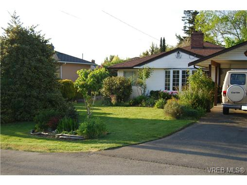 Main Photo: 1758 Broadmead Avenue in VICTORIA: SE Mt Tolmie Single Family Detached for sale (Saanich East)  : MLS® # 353130
