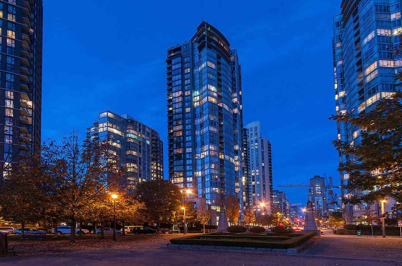 "Main Photo: 2208 1495 RICHARDS Street in Vancouver: Downtown VW Condo for sale in ""AZURA II"" (Vancouver West)  : MLS® # R2017221"