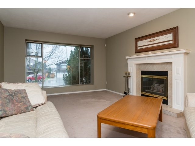 Photo 4: 14931 86 Avenue in Surrey: Bear Creek Green Timbers House for sale : MLS® # R2027276