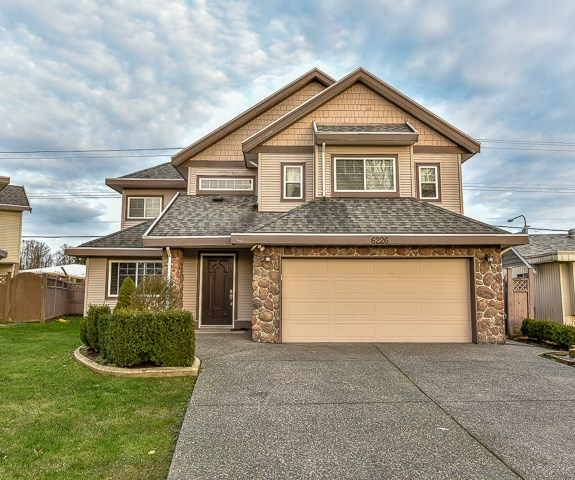Main Photo: 6226 175B Street in Surrey: Cloverdale BC House for sale (Cloverdale)  : MLS® # R2030115