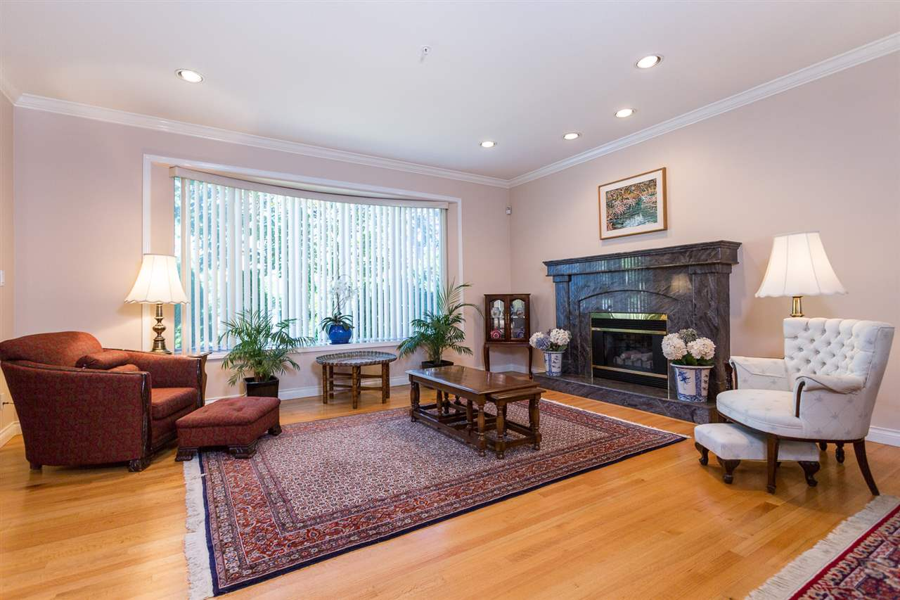 "Photo 2: 5375 TRAFALGAR Street in Vancouver: Kerrisdale House for sale in ""KERRISDALE"" (Vancouver West)  : MLS® # R2052662"