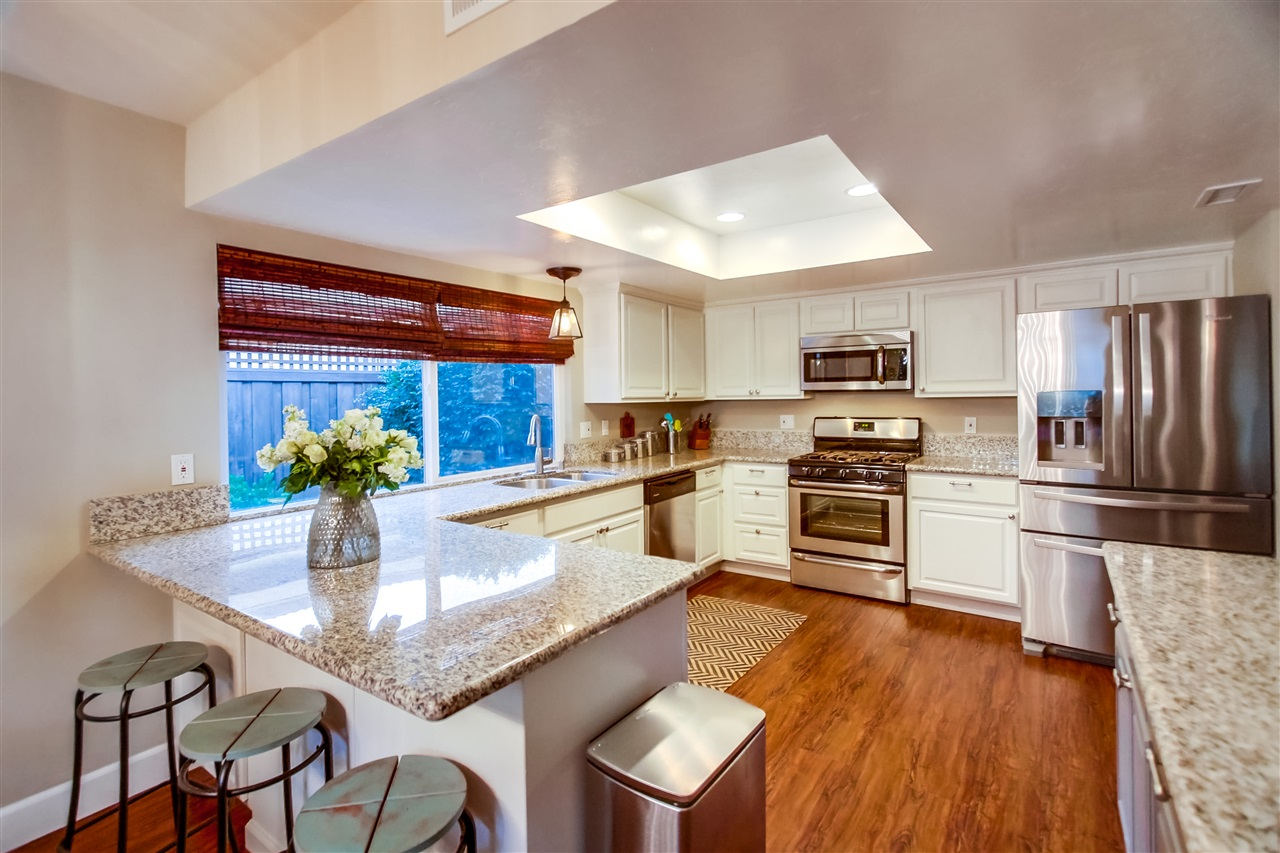 Photo 9: CLAIREMONT House for sale : 4 bedrooms : 6940 Petit in San Diego