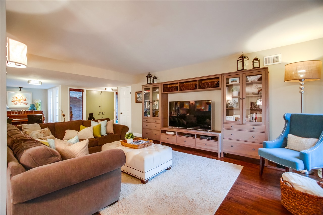 Photo 7: CLAIREMONT House for sale : 4 bedrooms : 6940 Petit in San Diego