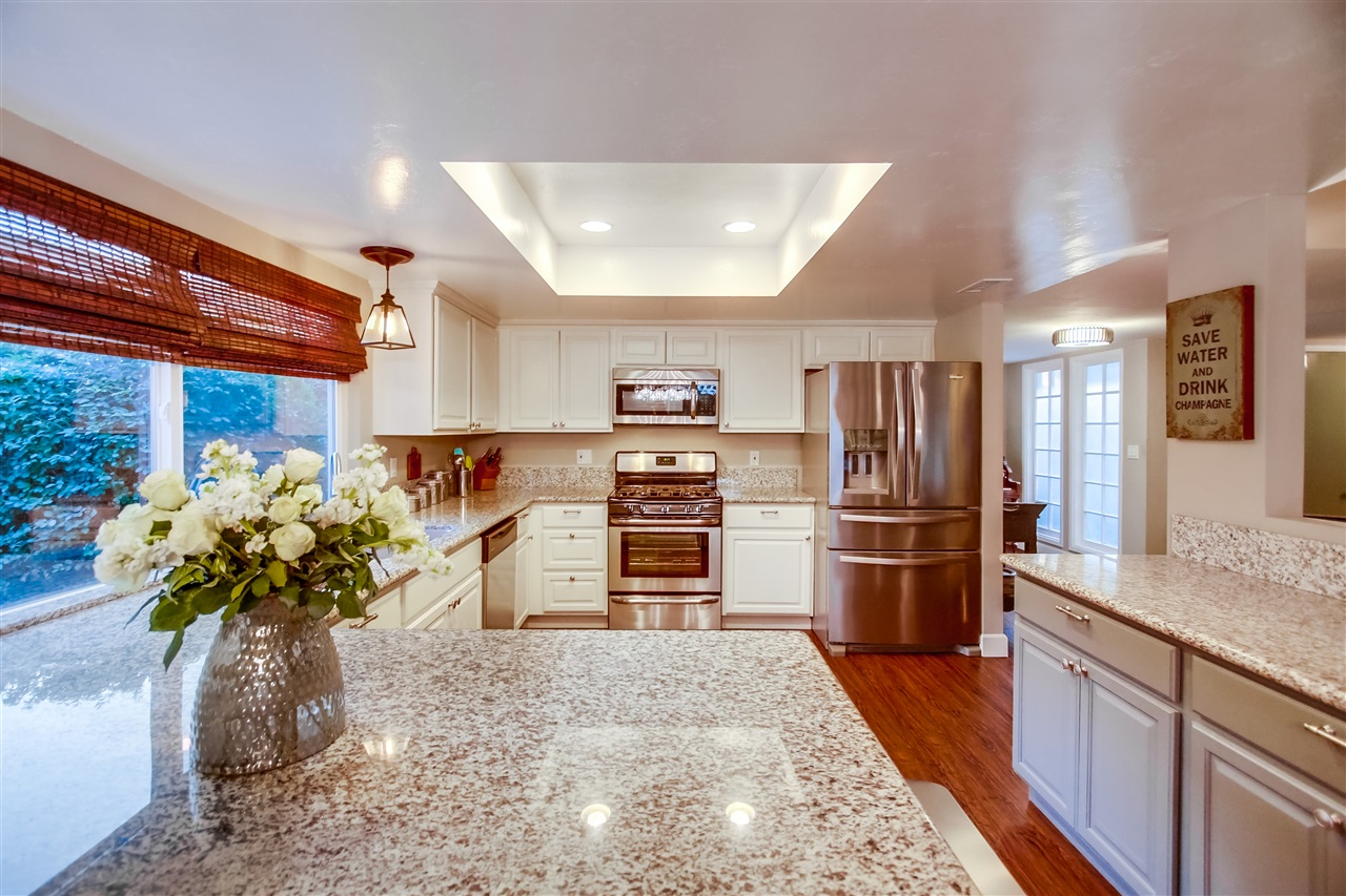 Photo 10: CLAIREMONT House for sale : 4 bedrooms : 6940 Petit in San Diego