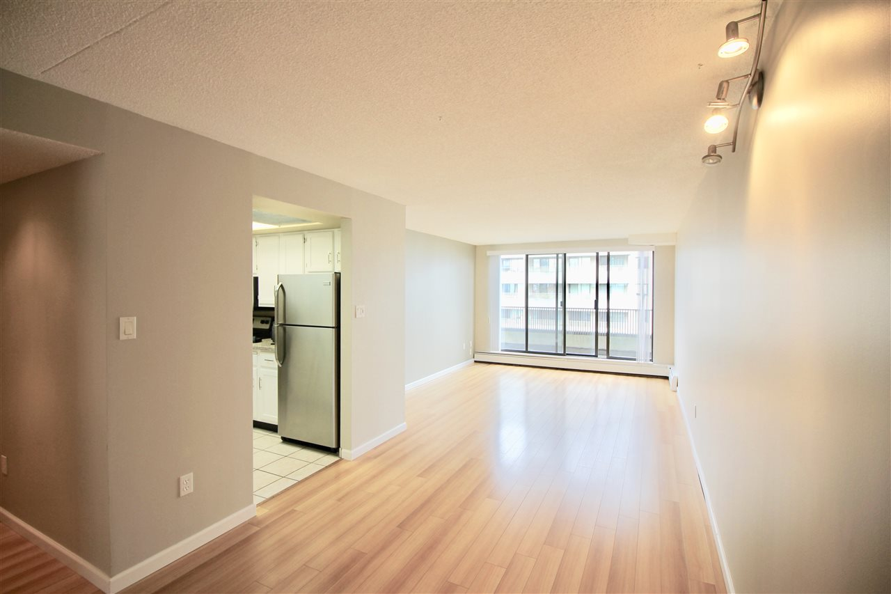 "Main Photo: 1501 4194 MAYWOOD Street in Burnaby: Metrotown Condo for sale in ""PARK AVE TOWERS - TOWER II"" (Burnaby South)  : MLS® # R2114104"