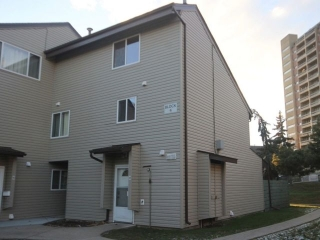 Main Photo: 4G Meadowlark Village in Edmonton: Zone 22 Townhouse for sale : MLS(r) # E4045553
