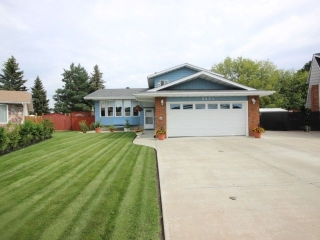 Main Photo: 8631 185 Street in Edmonton: Zone 20 House for sale : MLS(r) # E4048218