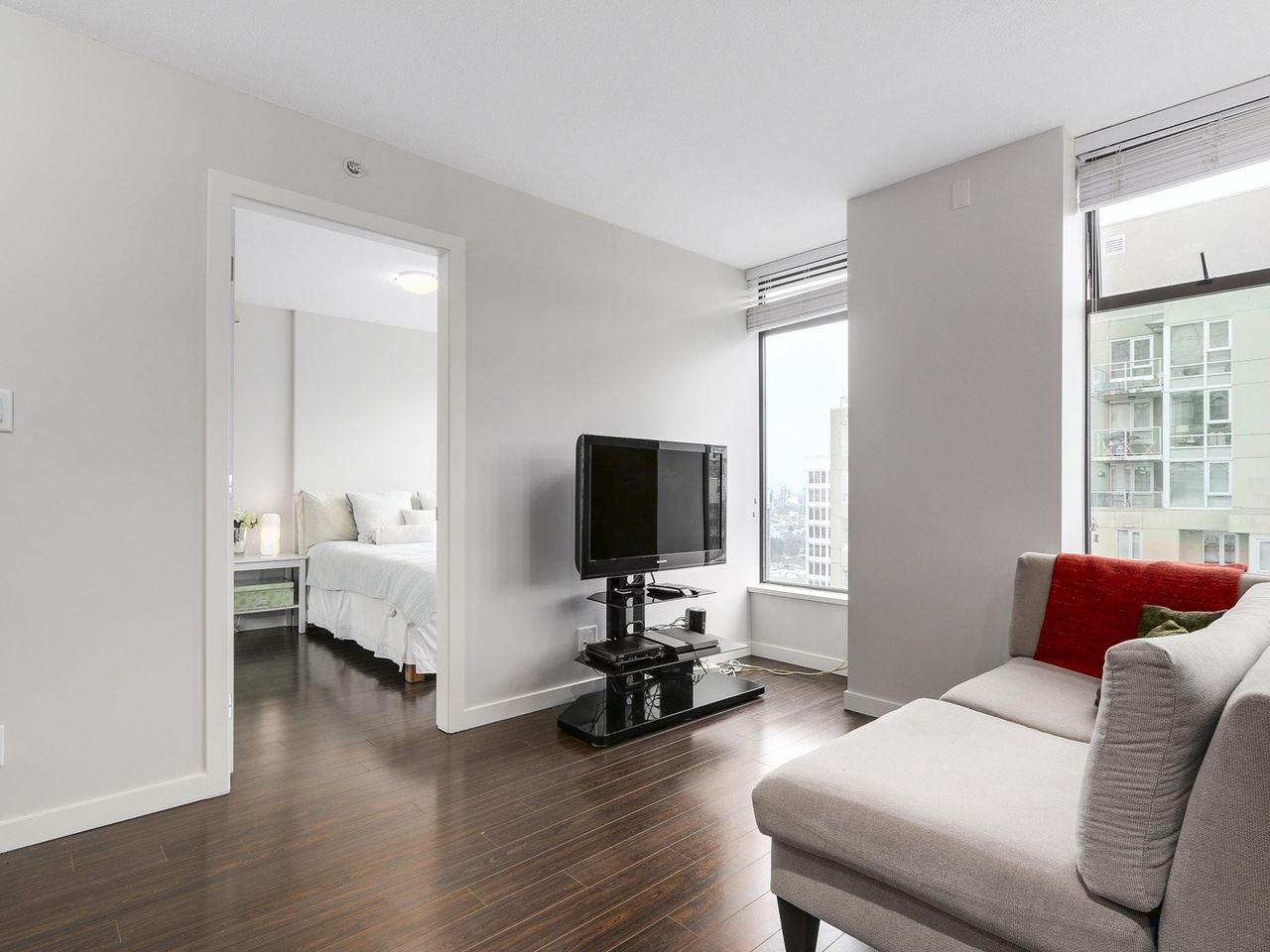 "Photo 4: 1001 1068 W BROADWAY in Vancouver: Fairview VW Condo for sale in ""The Zone"" (Vancouver West)  : MLS(r) # R2148292"