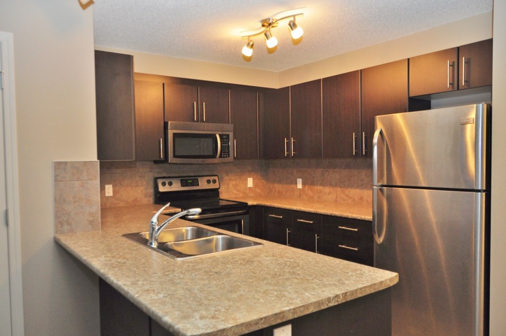 Photo 2: 114 105 AMBLESIDE Drive in Edmonton: Zone 56 Condo for sale : MLS(r) # E4062150