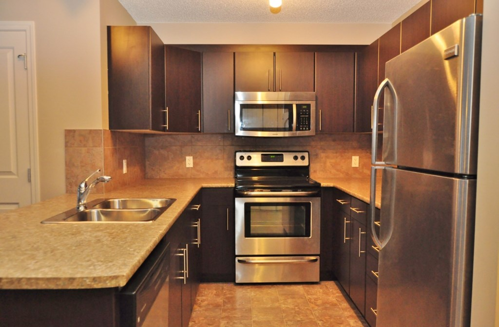 Photo 3: 114 105 AMBLESIDE Drive in Edmonton: Zone 56 Condo for sale : MLS(r) # E4062150