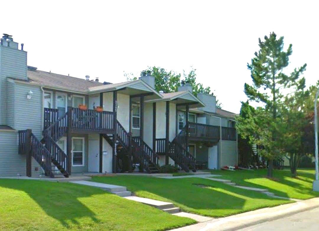 Main Photo:  in Edmonton: Zone 20 Carriage for sale : MLS(r) # E4065334