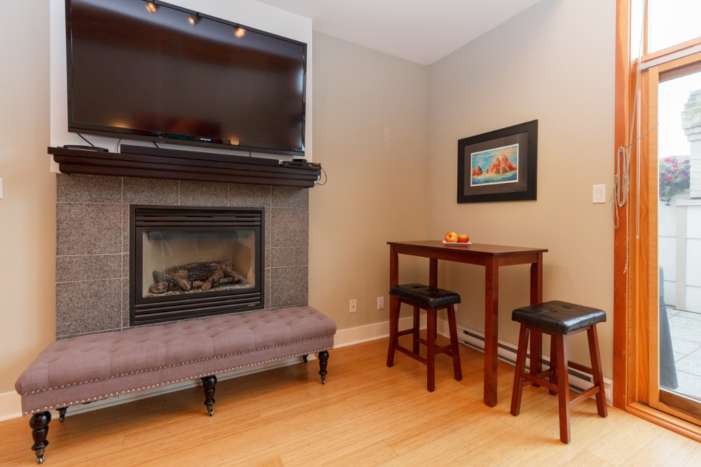 Photo 6: 404 610 Johnson Street in VICTORIA: Vi Downtown Condo Apartment for sale (Victoria)  : MLS(r) # 378836