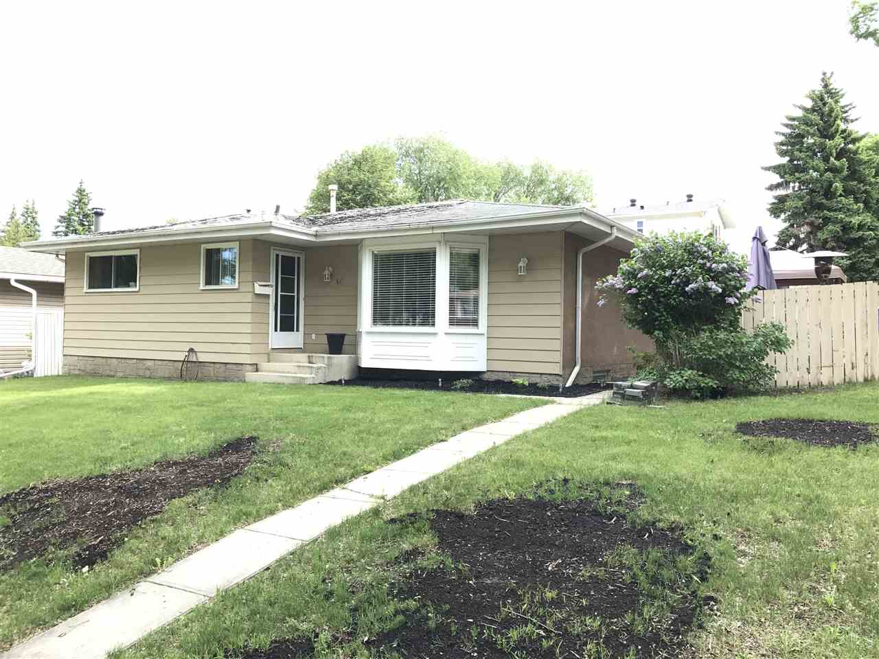 Main Photo: 14 Broadview Crescent: St. Albert House for sale : MLS(r) # E4067668