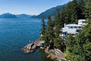 "Main Photo: 6 MONTIZAMBERT Wynd in West Vancouver: Howe Sound House for sale in ""Montizambert Wynd"" : MLS® # R2184352"