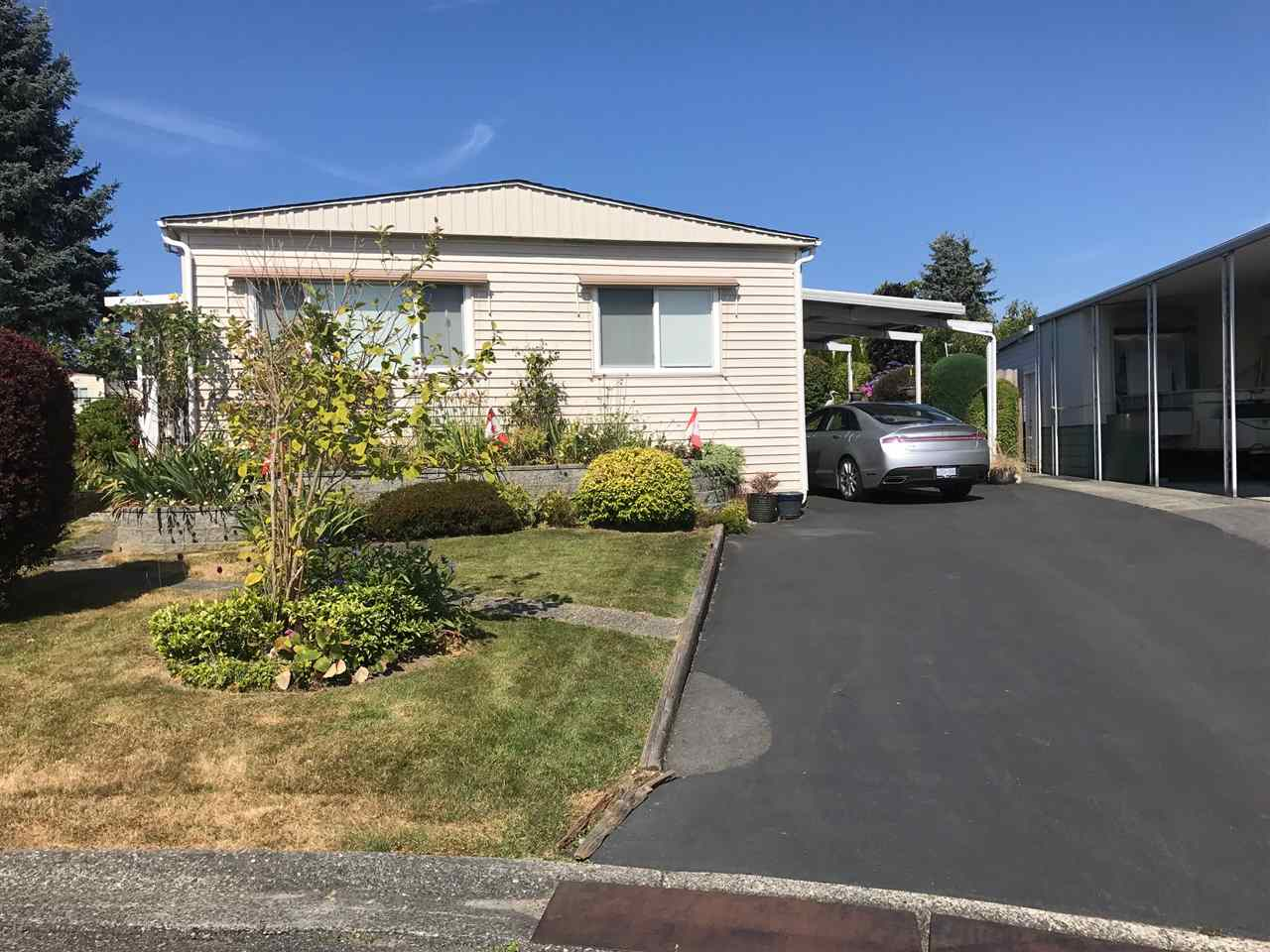 "Main Photo: 15807 NORFOLK Road in Surrey: King George Corridor Manufactured Home for sale in ""Cranley Place"" (South Surrey White Rock)  : MLS®# R2188385"