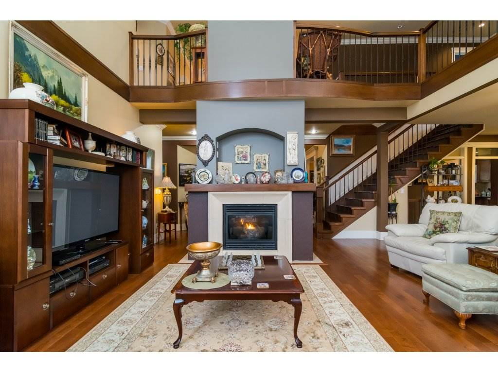 Photo 3: Photos: 8285 171A Street in Surrey: Fleetwood Tynehead House for sale : MLS® # R2235458