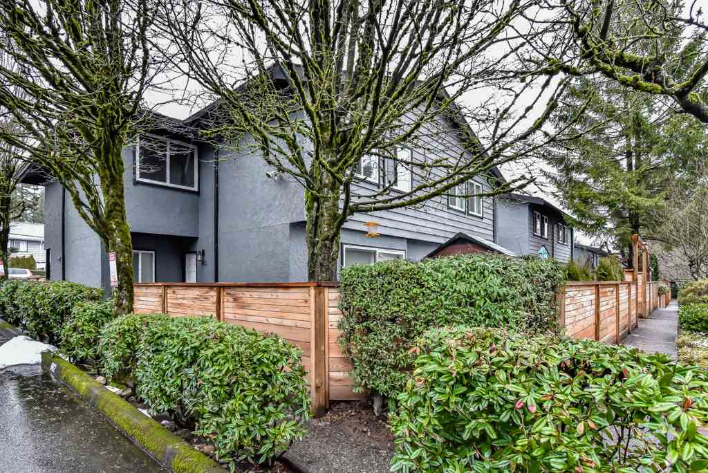 Main Photo: 962 HOWIE Avenue in Coquitlam: Central Coquitlam Townhouse for sale : MLS®# R2243466