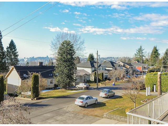Photo 4: 945 DELESTRE Avenue in Coquitlam: Maillardville House 1/2 Duplex for sale : MLS® # V1050049