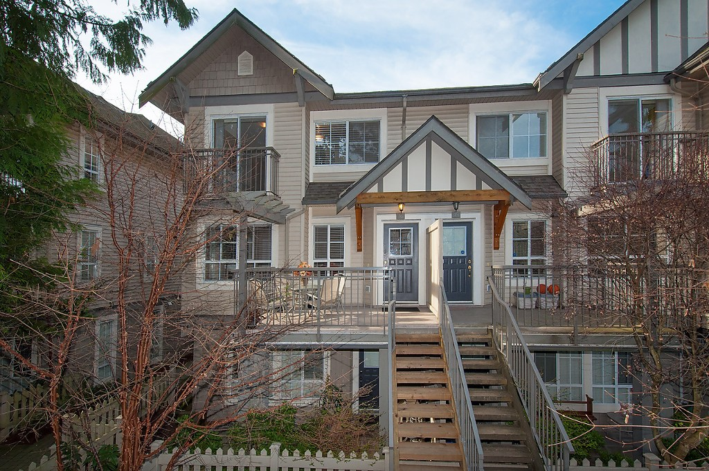 "Main Photo: 16 7503 18TH Street in Burnaby: Edmonds BE Townhouse for sale in ""SOUTHBOROUGH"" (Burnaby East)  : MLS®# V1110000"
