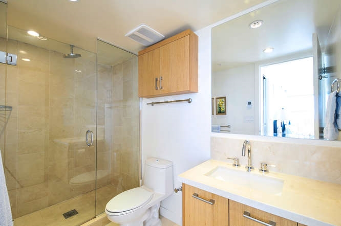 "Photo 11: : White Rock Condo for sale in ""The ""Avra"""" (South Surrey White Rock)  : MLS(r) # R2064755"