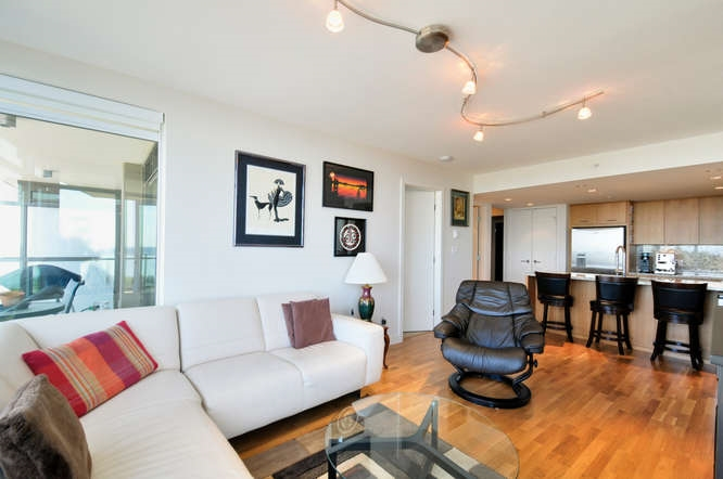 "Photo 3: : White Rock Condo for sale in ""The ""Avra"""" (South Surrey White Rock)  : MLS(r) # R2064755"