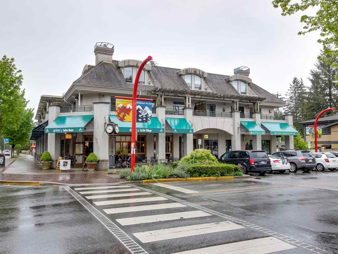 "Main Photo: 203 3088 HIGHLAND Boulevard in North Vancouver: Edgemont Condo for sale in ""Highland House"" : MLS®# R2066462"