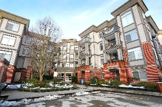 "Main Photo: 305 10499 UNIVERSITY Drive in Surrey: Whalley Condo for sale in ""Guildford Greene"" (North Surrey)  : MLS® # R2128157"
