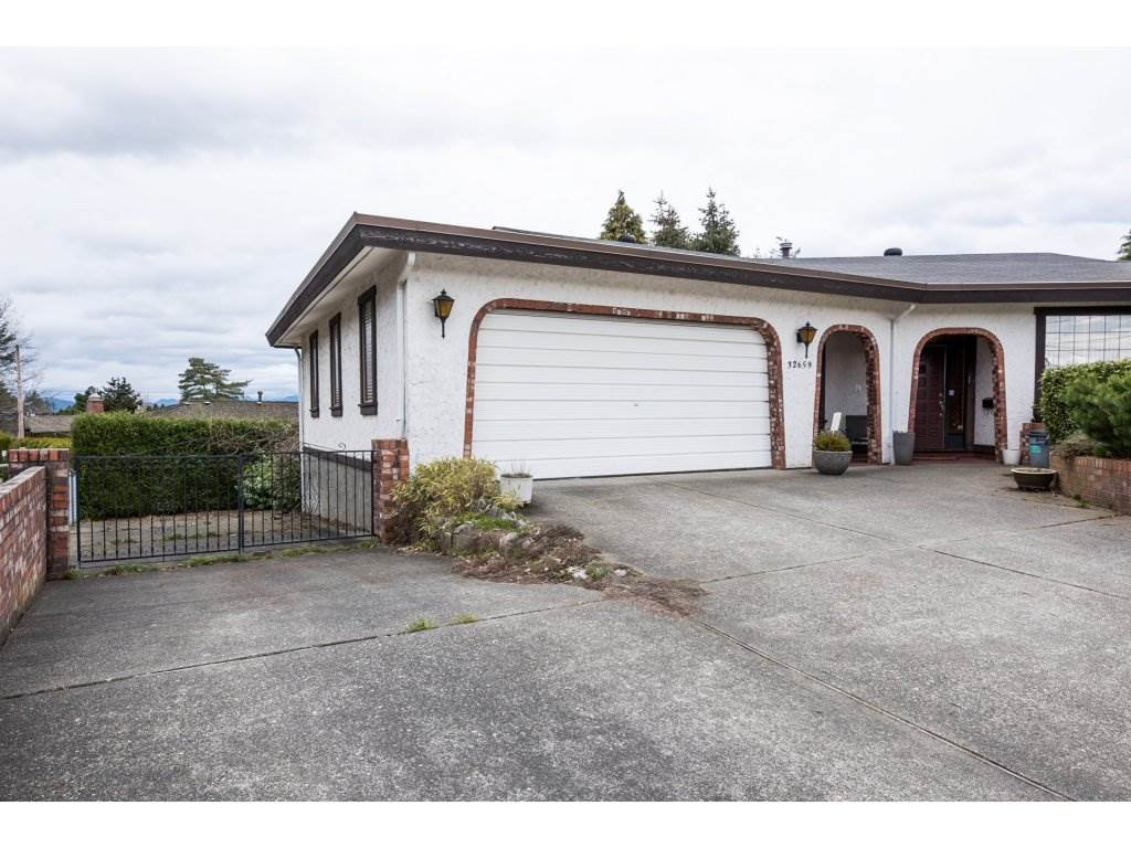 Main Photo: 32659 LONSDALE Crescent in Abbotsford: Abbotsford West House for sale : MLS® # R2149354