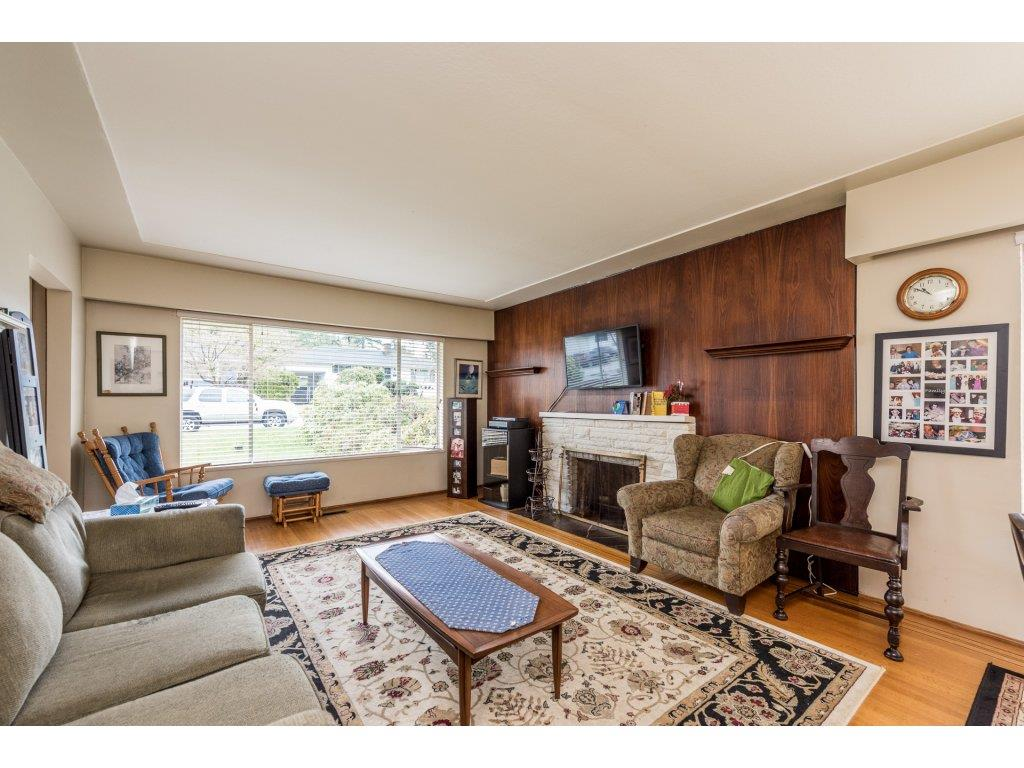 "Photo 5: 1125 BARTLETT Avenue in Coquitlam: Harbour Chines House for sale in ""HARBOUR CHINES"" : MLS(r) # R2157498"