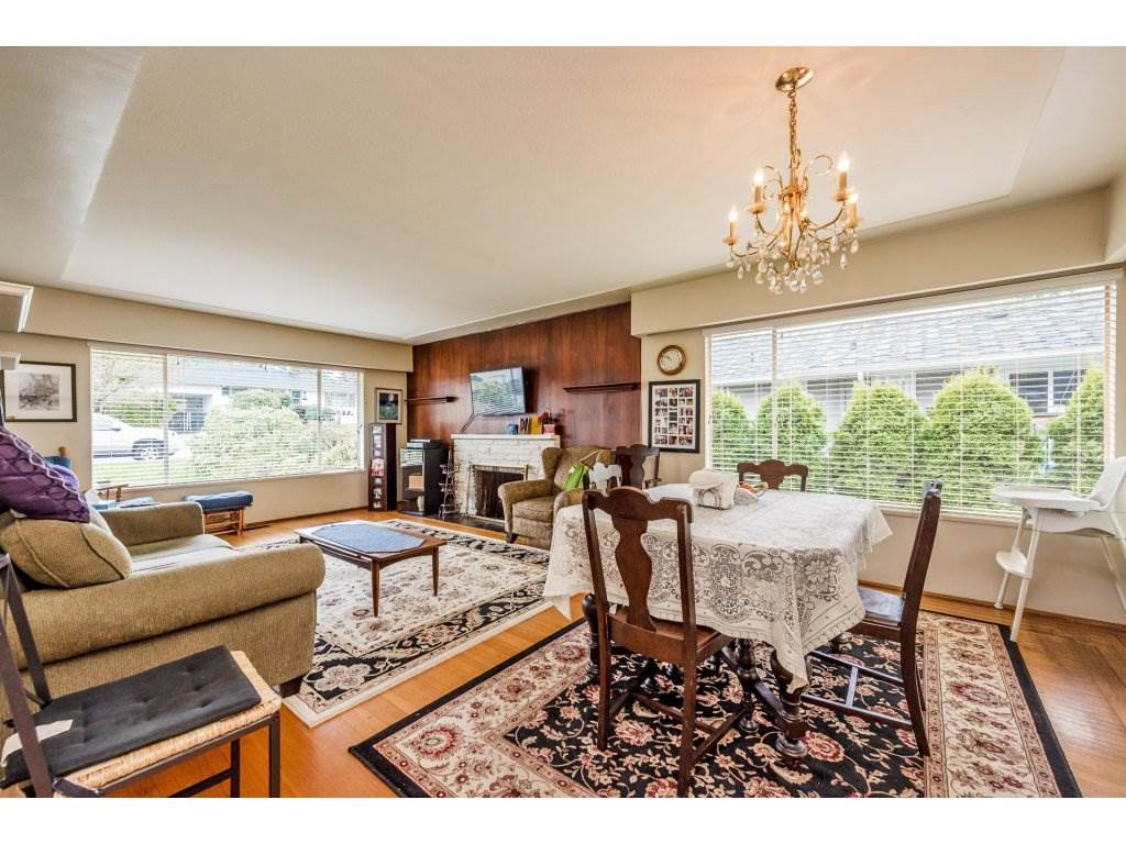 "Photo 7: 1125 BARTLETT Avenue in Coquitlam: Harbour Chines House for sale in ""HARBOUR CHINES"" : MLS(r) # R2157498"