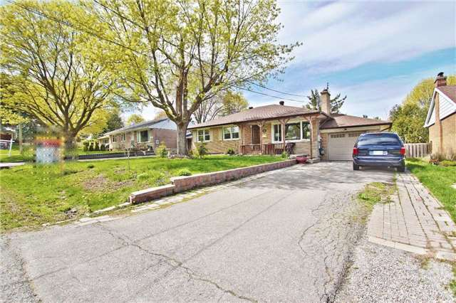 Main Photo: 18 Strathroy Crescent in Markham: Old Markham Village House (Bungalow) for sale : MLS® # N3795939