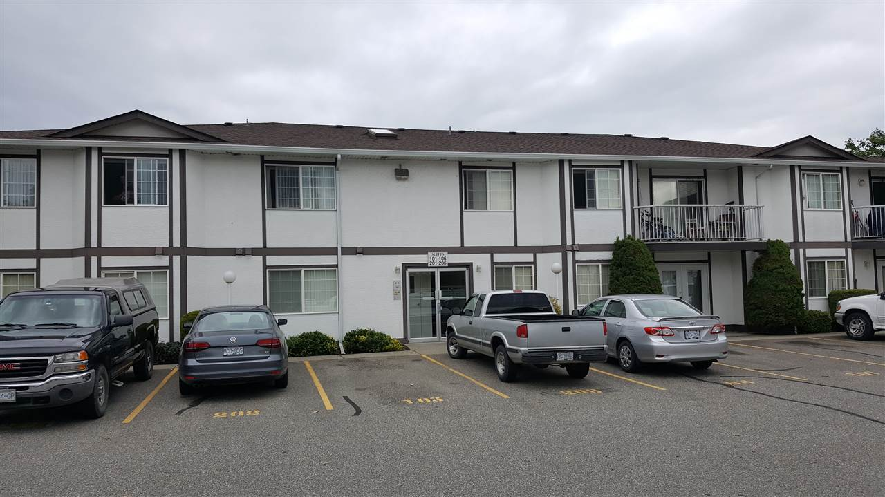 "Main Photo: 206 45669 MCINTOSH Drive in Chilliwack: Chilliwack W Young-Well Condo for sale in ""MCINTOSH VILLAGE"" : MLS(r) # R2175984"