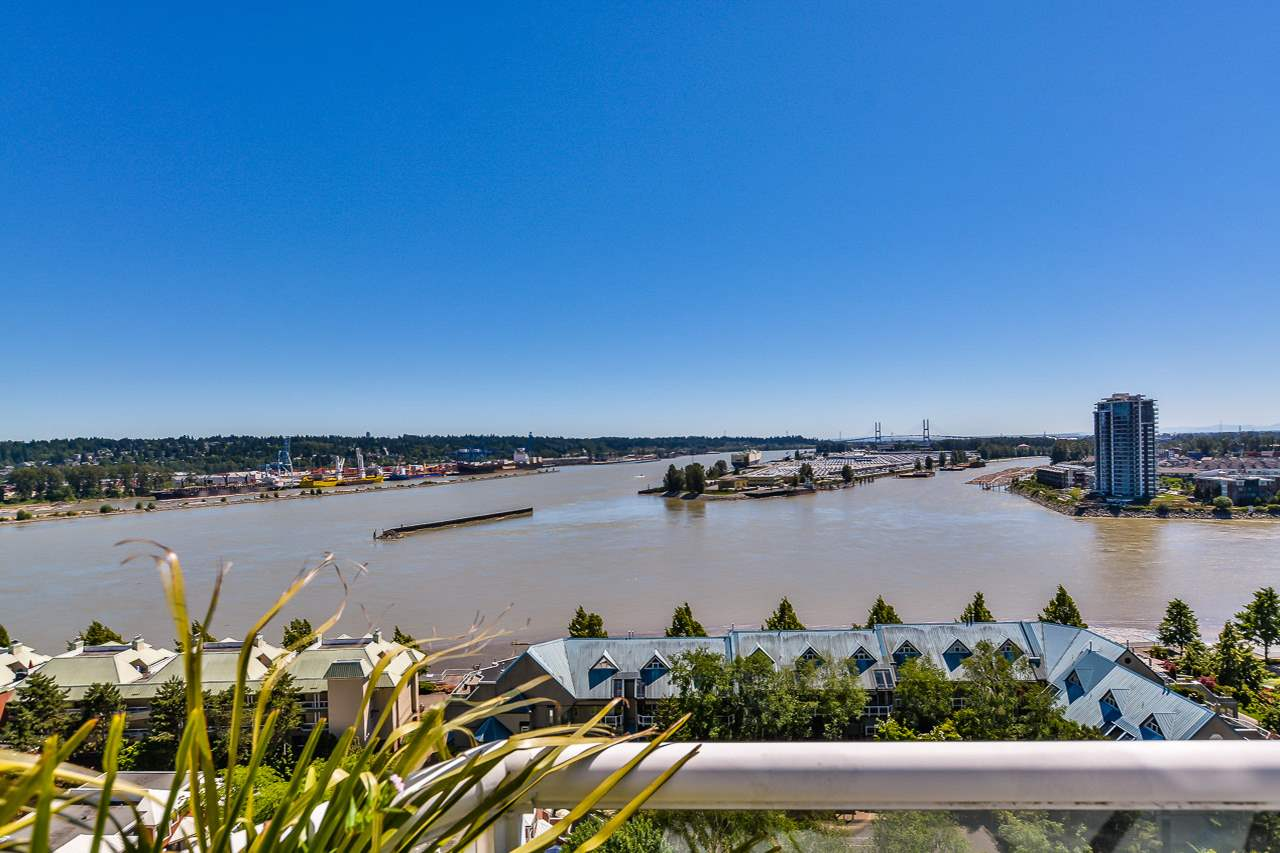 "Main Photo: 1704 1065 QUAYSIDE Drive in New Westminster: Quay Condo for sale in ""QUAYSIDE TOWER II"" : MLS(r) # R2181912"