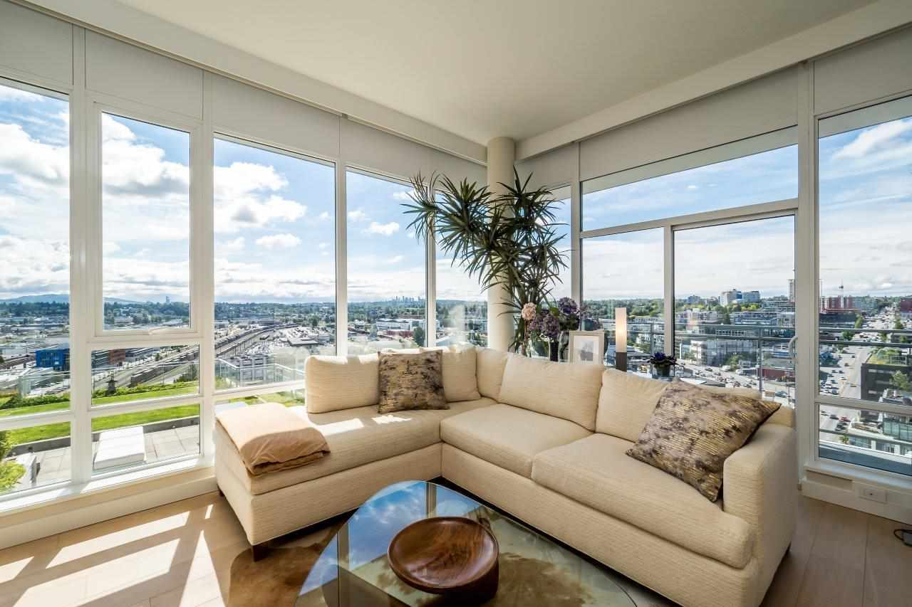 Main Photo: 2208 1618 QUEBEC Street in Vancouver: Mount Pleasant VE Condo for sale (Vancouver East)  : MLS® # R2185152