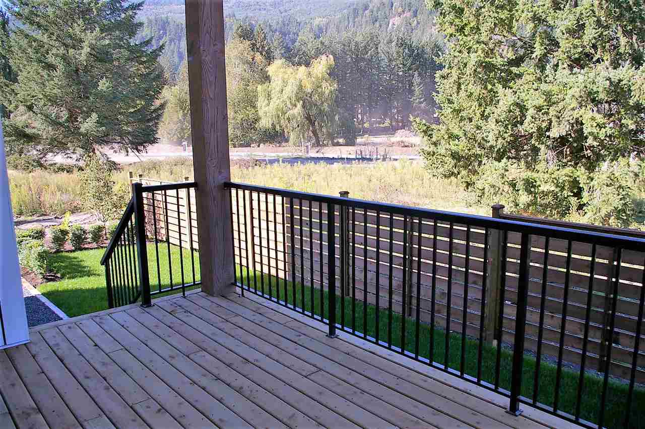 "Photo 12: Photos: 39 1885 COLUMBIA VALLEY Road in Lindell Beach: Cultus Lake House for sale in ""AQUADEL CROSSING"" : MLS® # R2212620"