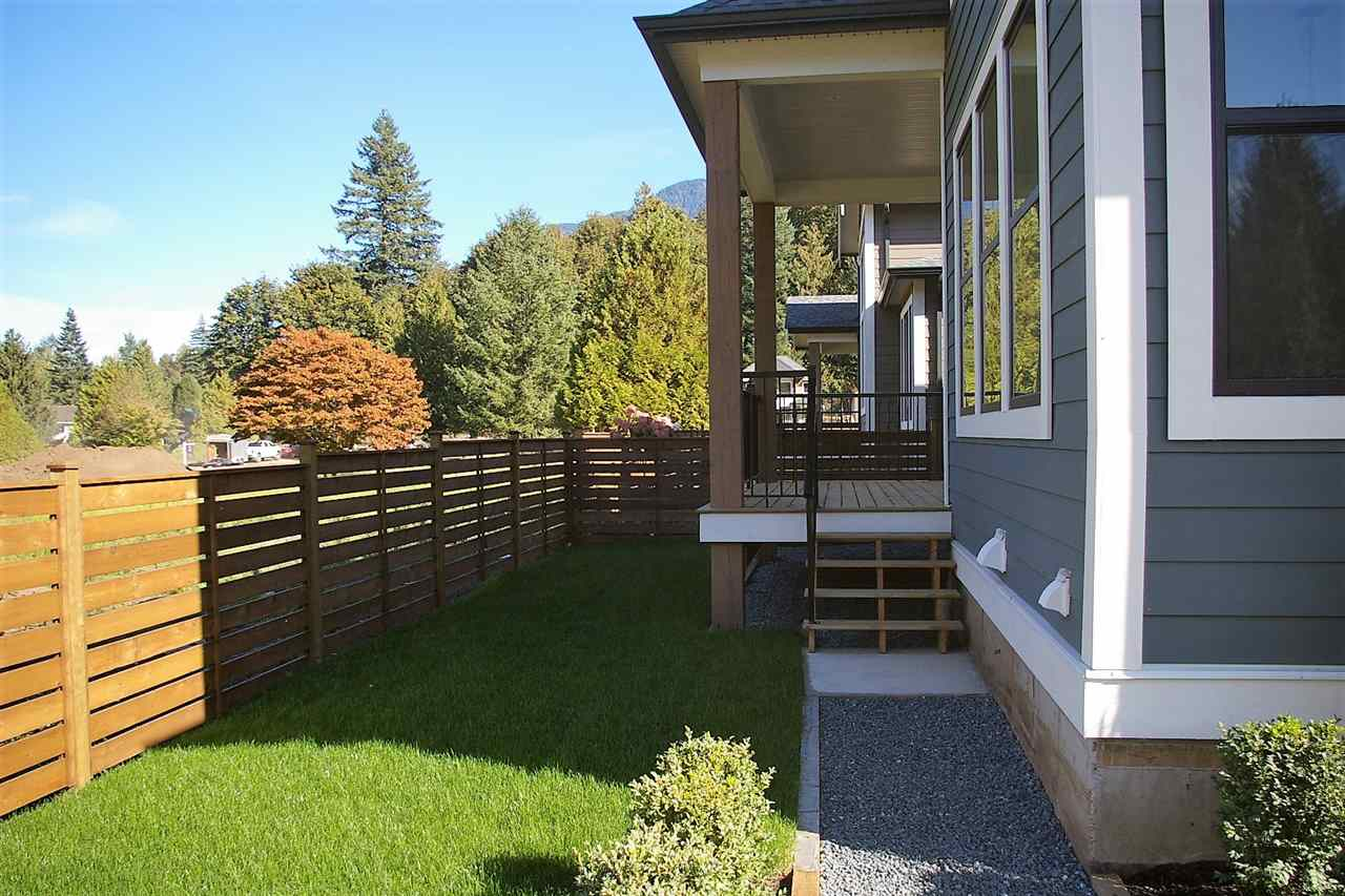 "Photo 13: Photos: 39 1885 COLUMBIA VALLEY Road in Lindell Beach: Cultus Lake House for sale in ""AQUADEL CROSSING"" : MLS® # R2212620"