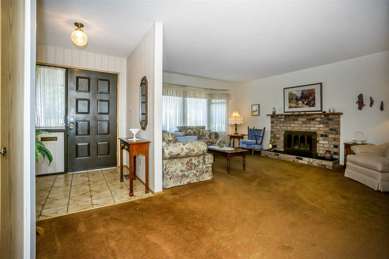 "Photo 3: Photos: 15304 85A Avenue in Surrey: Fleetwood Tynehead House for sale in ""Fleetwood"" : MLS® # R2217891"