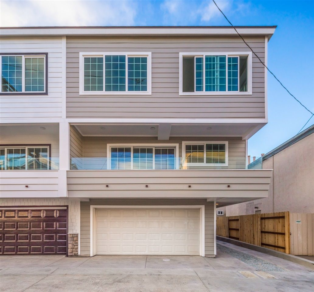 Main Photo: MISSION BEACH Townhome for sale : 2 bedrooms : 843 Jamaica Ct in San Diego