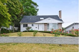 "Main Photo: 15579 OXENHAM Avenue: White Rock House for sale in ""WHITE ROCK CENTRAL"" (South Surrey White Rock)  : MLS®# R2290933"