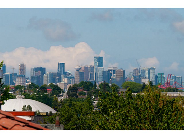 Photo 19: 3559 DUNDAS Street in Vancouver: Hastings East House for sale (Vancouver East)  : MLS(r) # V1067924